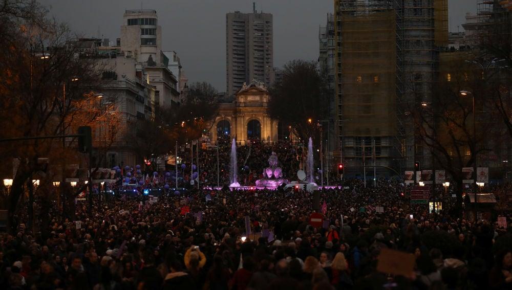 España se tiñe de violeta