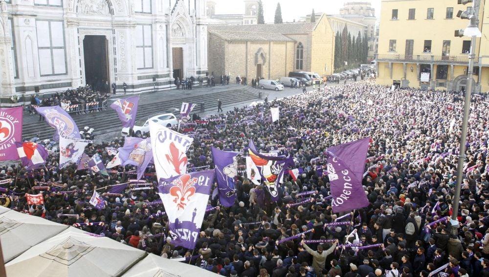 Multitudinario funeral para despedir a Astori en Florencia