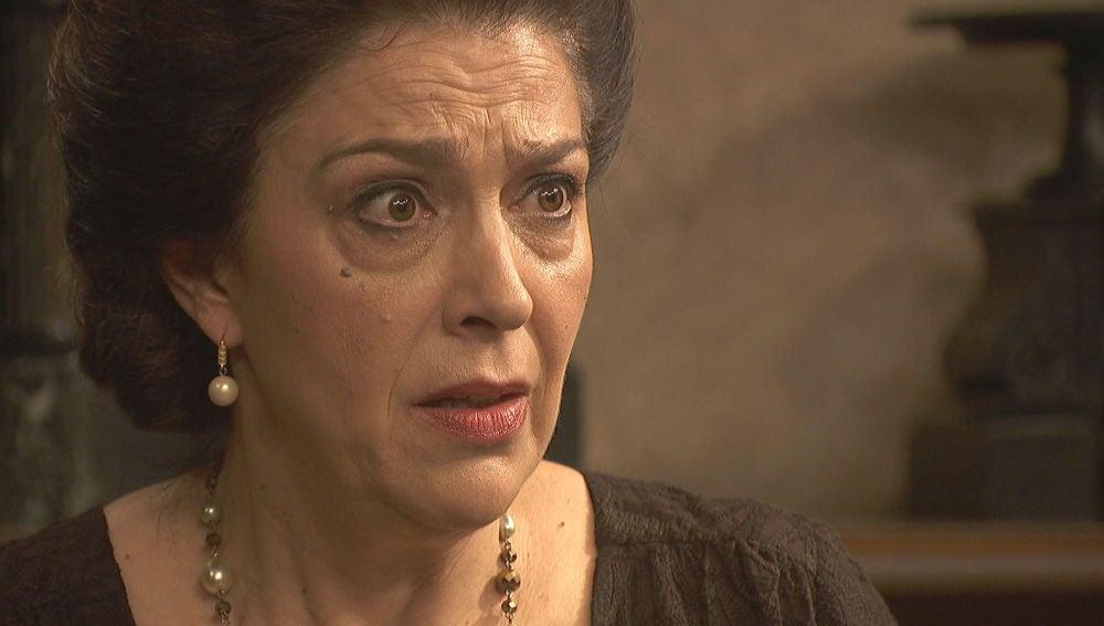 Emilia entrega a Francisca su última esperanza antes de la muerte
