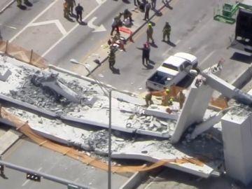 Varios muertos en Miami al derrumbarse un puente para peatones sobre una carretera