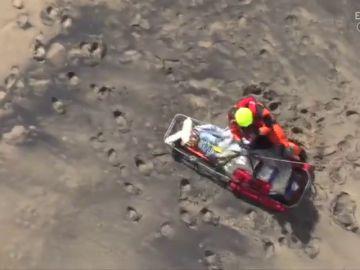 Un muerto y una herida por desprendimiento de rocas en una playa