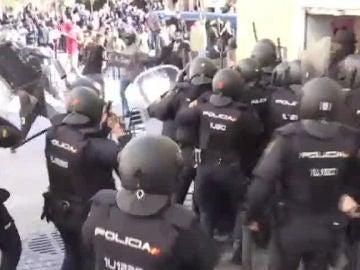 Enfrentamientos entre la Policía y senegaleses en Lavapiés un día después de la muerte de un mantero