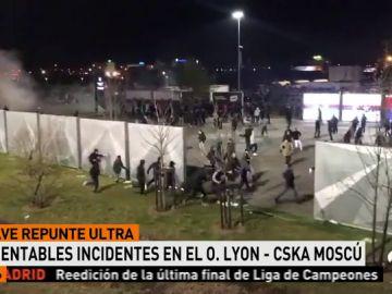 Cánticos, lanzamiento de bengalas... los ultras del Lyon siembran el pánico antes del partido contra el CSKA