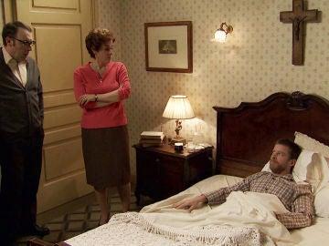 Marcelino, ante la atónita mirada de Benito, se adueña de la cama de Benigna