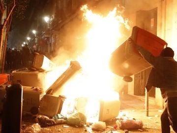 Imagen de la protesta en Lavapiés por la muerte de un vendedor del 'top manta'