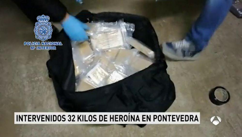 La Policía interviene 32 kilos de droga en la desarticulación de una banda internacional de tráfico de heroína en Pontevedra