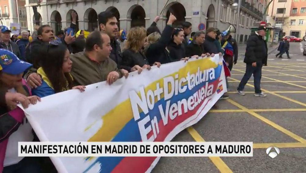 """Cientos de personas piden en Madrid elecciones libres en Venezuela sin """"fraude"""" para """"acabar"""" con el régimen de Maduro"""