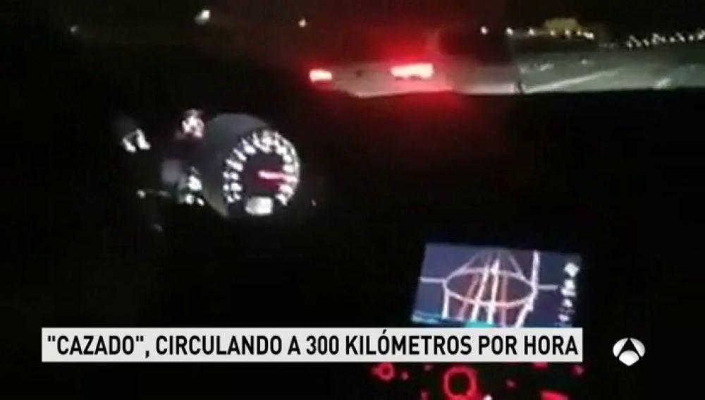 Se graba conduciendo a 300 kilómetros por hora en una carrera ilegal por la M50
