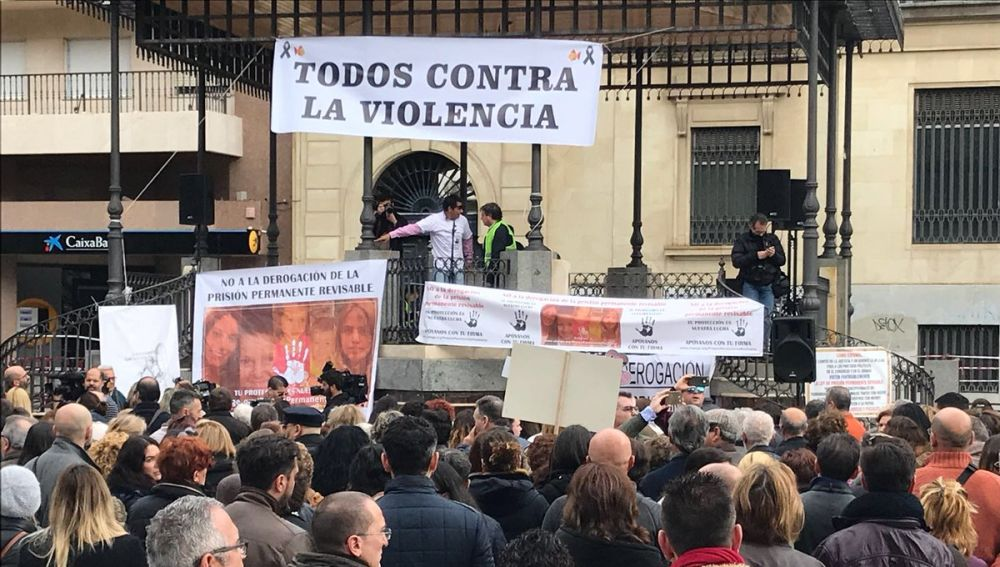 Concentración en Huelva a favor de la prisión permanente revisable