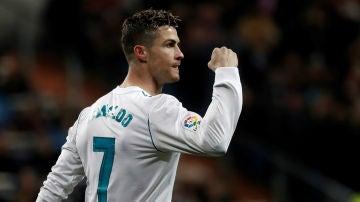 Ronaldo aprieta el puño tras un gol