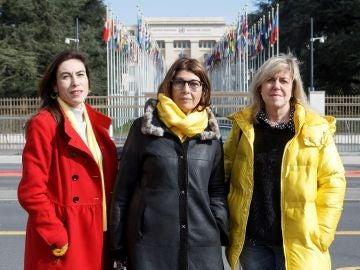 La novia de Jordi Cuixart, Txell Bonet, la mujer de Joaquim Forn, Laura Masvidal, y la hermana de Toni Comin