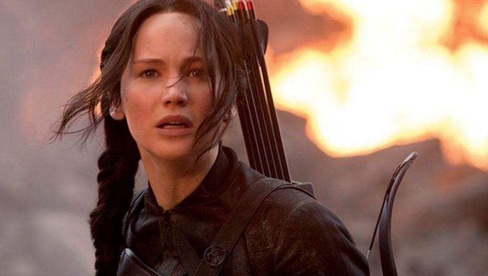 Katniss no sabe por dónde le vienen los palos