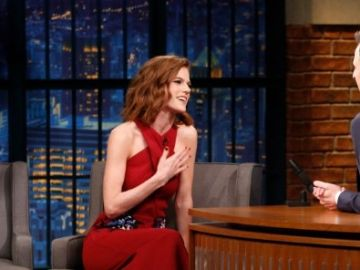Rose Leslie en el programa 'Late Night' de Seth Meyers