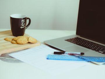 Comer en la oficina añade 100.000 calorías al año a tu dieta.