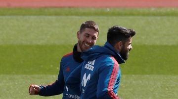 Sergio Ramos y Diego Costa, entre bromas