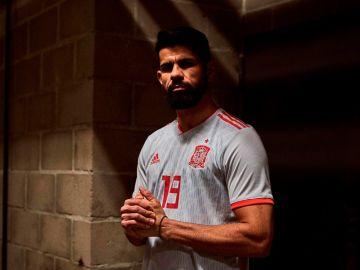 Diego Costa, con la nueva equipación de España