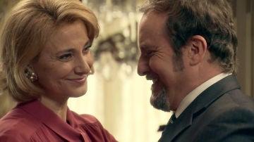 Ernesto despliega sus encantos para reconquistar a Matilde