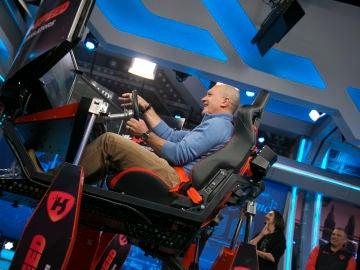 Antonio Banderas se atreve con el simulador extremo de carreras en 'El Hormiguero 3.0'