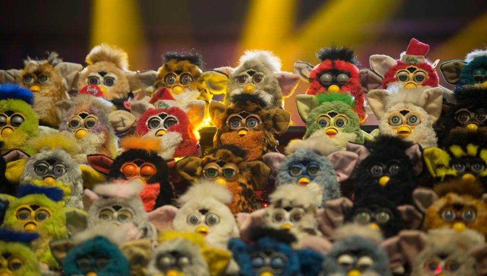 Una gran orquesta de Furbys deja alucinado a Antonio Banderas en 'El Hormiguero 3.0'