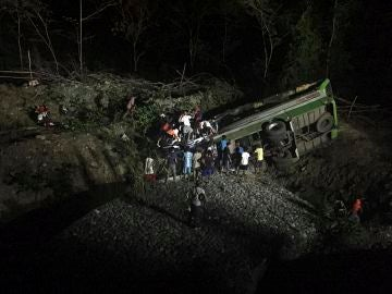Un autobús de pasajeros cae en un barranco en Filipinas