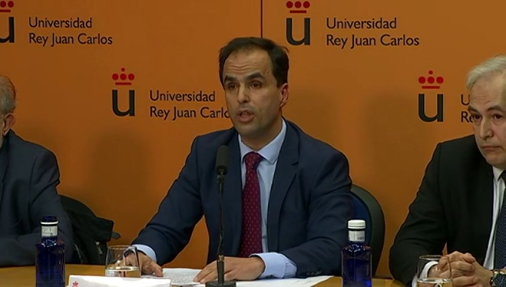 El rector de la Universidad Rey Juan Carlos dice que Cifuentes aprobó las asignaturas y alude a un error de transcripción de las notas