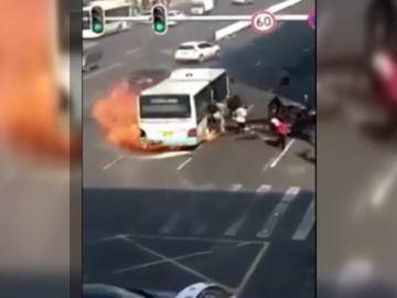 Tres heridos tras un incendio en un autobús en China
