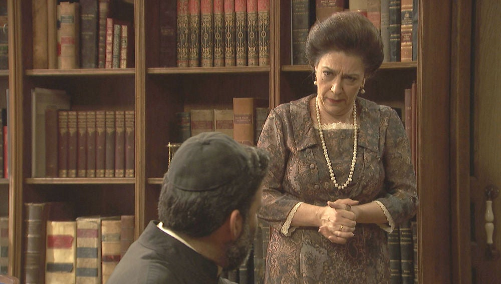 Francisca consigue información de primera mano interrogando a Don Berengario