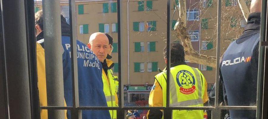 Antena 3 tv detenido un hombre tras rociarse de gasolina y amenazar con prenderse fuego en una - Oficina hacienda madrid ...