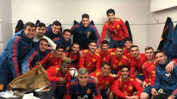Los jugadores de la Sub-21 celebran la victoria ante Irlanda del Norte