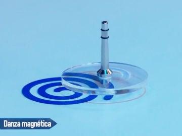 Concha Velasco y Antonio Resines juegan con las peonzas magnéticas en 'El Hormiguero 3.0'