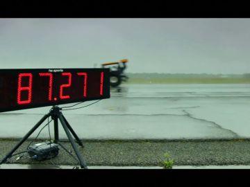 Un moderno tractor bate el récord de velocidad al alcanzar los 140 kilómetros por hora