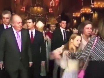 El polémico gesto de la reina Letizia: ¿intentó evitar que Sofía se hiciera una foto con las infantas?