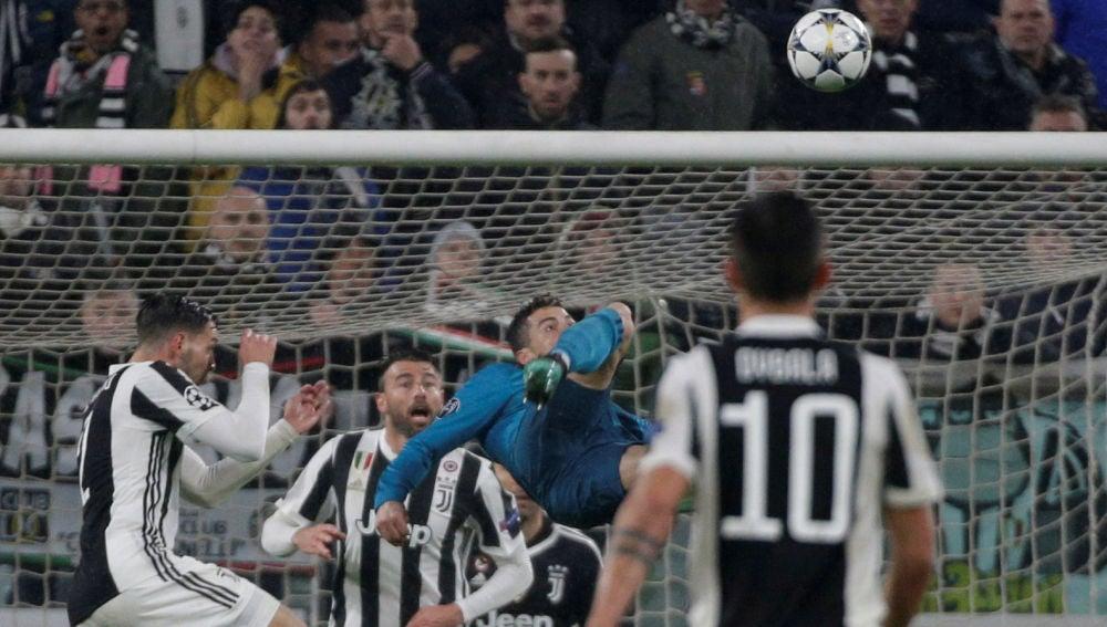 8930ac35a9 Cristiano Ronaldo marca de chilena ante Buffon