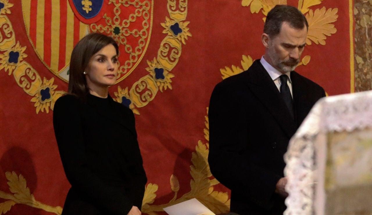 El Rey Felipe VI y la reina Letizia en la misa por Don Juan