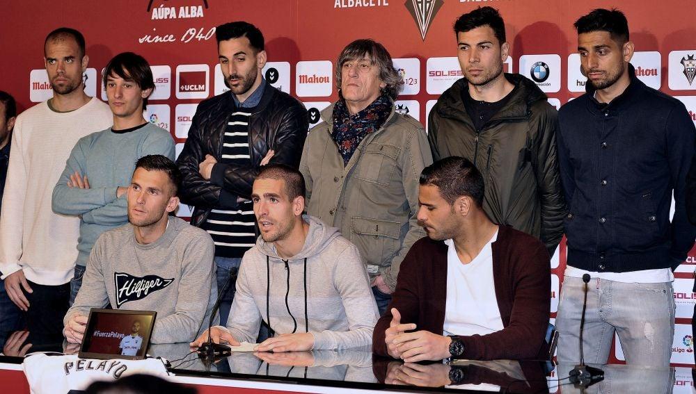 La plantilla del Albacete lee un comunicado en apoyo a Pelayo