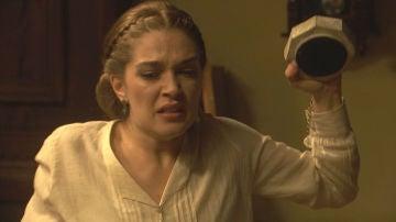 Julieta consigue pararle los pies a un descontrolado Prudencio