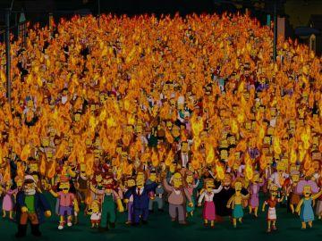 El pueblo de Springfield con antorchas