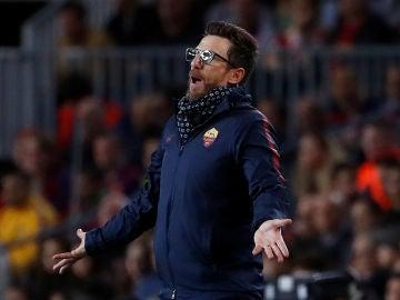 Di Francesco, en la banda en el partido contra el Barcelona