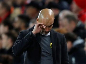 Guardiola, durante el partido contra el Liverpool en Anfield