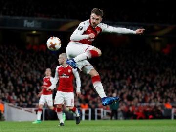 Ramsey ejecuta un espectacular golpeo ante el CSKA
