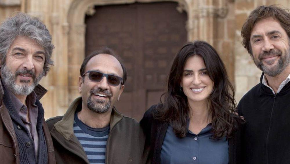 El reparto de 'Todos lo saben' junto a su director Asghar Farhadi