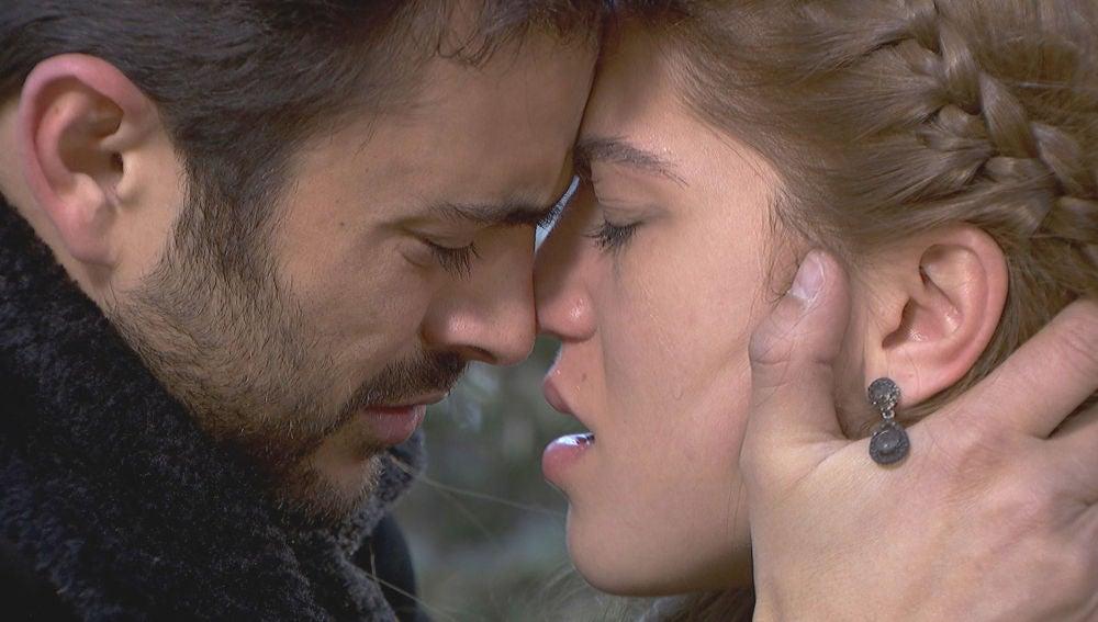 Julieta y Saúl se lanzan a vivir su amor a escondidas