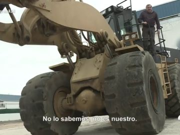 El poder de los narcos continúa: un amigo de Sito Miñanco intenta agredir con una excavadora a un equipo de Antena 3 Noticias