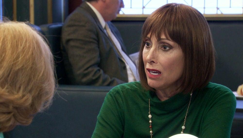 """Teresa, escandalizada, a Matilde: """"¿No te habrás acostado con tu marido?"""""""