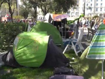 Acampada reivindicativa en la plaza de Cataluña en Barcelona