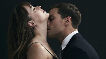Dakota Johnson y Jamie Dornan en 'Cincuenta sombras'