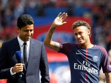 Al Khelaifi en la presentación de Neymar