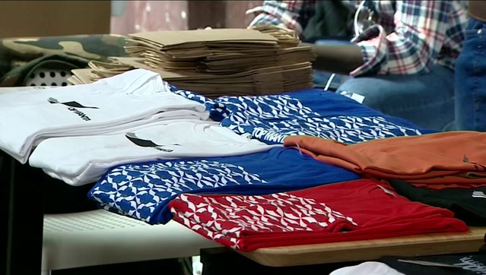 """Los Manteros lanzan su primera colección moda """"Top manta"""""""