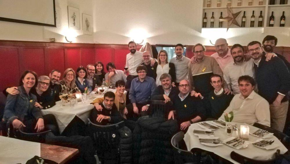 Carles Puigdemont con sus compañeros de partido en Berlin
