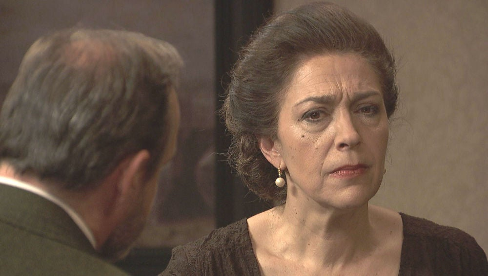 Francisca, decepcionada con las actitudes de Prudencio hacia Julieta